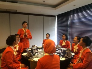 Jurusan Ground Staff Airlines PAS sedang praktik Tata Cara Perjamuan Makan Internasional (Table Manners) di hotel berbintang